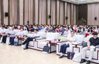 河南省市政公用业协会三届六次暨四届一次会员代表大会成功举,会议选举产生新一届理事会